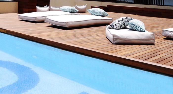 Cool modern und mit swimming pool toc hostel barcelonatipps - Toc toc barcelona ...